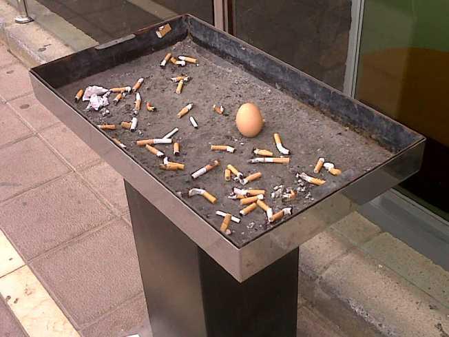 Un huevo en el cenicero